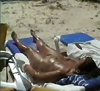 Žymės: paplūdimyje, viešumoje, mėgėjai.