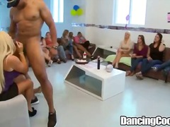 Žymės: ji smauko, grupinis, giliai į gerklę, striptizas.