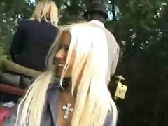 Žymės: blondinės, viešumoje, mėgėjai.