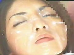 Tags: aziātu, ejakulācijas tuvplāns, ejakulēšana sejā, spermas rijējas.