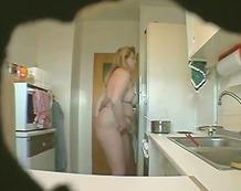 Oznake: masturbacija, skrivena kamera, velika lijepa žena.