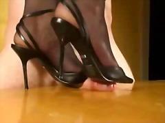 Žymės: pėdų fetišas, kojinės, bdsm.