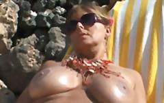 Tags: lieli pupi, publiskais sekss, pludmalē.