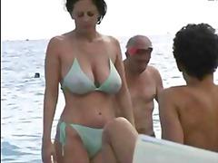 टैग: समुद्र तट, बड़े स्तन.