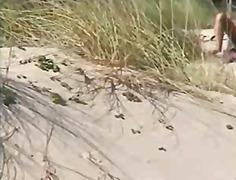 Oznake: masturbacija, najstnica, na plaži.