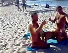 Oznake: grupni, v javnosti, na plaži.