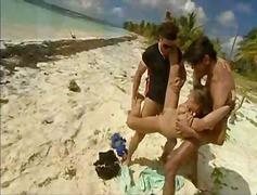 Tag: pantai, berkumpulan, dua orang, si rambut perang.