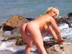 टैग: समुद्र तट, सुनहरे बाल वाली.