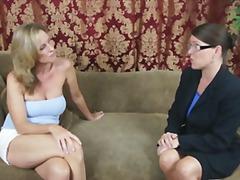 टैग: अधेड़ औरत, मिल्फ़, बड़े स्तन.