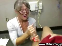 टैग: अधेड़ औरत, हस्तमैथुन, नौजवान मर्द संग.