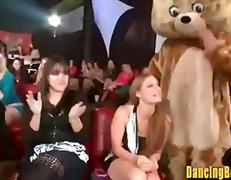 Žymės: grupinis, striptizas, nuogaliai su merginomis.