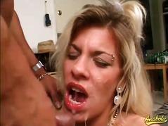 Žymės: kekšės, didelis penis, fetišas, analinis laižymas.