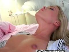 Tags: masturbācija, dildo, blondīnes, lesbietes.