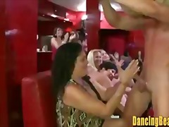 Sildid: suhuvõtmine, grupikas, stripp, riides naine vs alasti mees.
