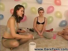 Oznake: tinejdžeri, tinejdžeri, grupnjak, donje rublje.