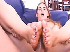 Ознаке: brineta, pornićarka, fetiš na stopala.
