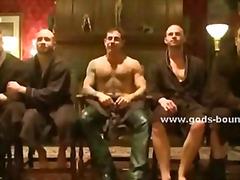 Žymės: gėjų porno, bandažas, grupinis, plekšnojimas.