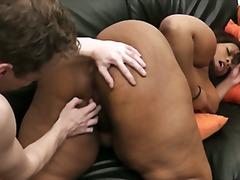 Žymės: dideli papai, juodaodžių porno, storos.