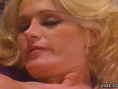 Tag: porno hardcore, isap, ibu seksi, rambut blonde.