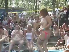 Etichete: la petreceri, fete, tineri, sex in public.