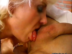 Tags: vecmāmiņas, orālais sekss, smagais porno, blondīnes.