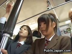 علامات: يابانيات, بنات جميلات, استراق النظر, في العلن.