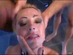 Žymės: spermos šaudymas, hardcore, lotynų merginos, sperma ant veido.