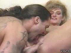Oznake: žena i dva muškarca, hardcore, oralno, plavuša.