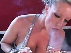 Ознаке: nastrano, pušenje cigara, pornićarka, svršavanje.