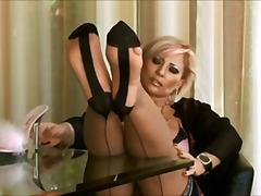 Тагови: високи чорапи, зрели за секс, стапало фетиш.
