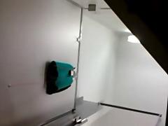 Oznake: kamera, pod ženskom suknjom, voajer, skrivena kamera.