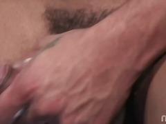 Sildid: tätoveering, masturbeerimine, gei, soolo.