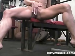 Теги: в качалке, мастурбация, блондинки.