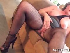 Tag: ibu seksi, porno hardcore, nilon, matang.