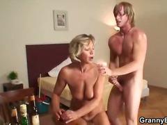 Žymės: hardcore, blondinės, spermos šaudymas, senelės.