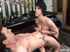 Žymės: seksas tarp krūtų, porno žvaigždė, dideli papai, oralinis seksas.