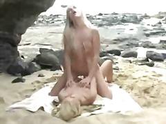 टैग: सुनहरे बाल वाली, खिलौना, समुद्र तट.
