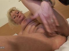 टैग: मुह में, अधेड़ औरत, नकली लंड.
