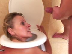 Horny mature nympho doing kinky shit onto the toilet.