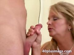 Tag: ibu seksi, matang, isteri, berisi.
