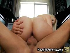 टैग: एंड़ियां, टैटू, बड़े स्तन.