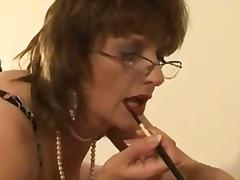 Tag: orang british, pemujaan, matang, perempuan mendominasi.