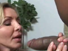 Ознаке: starije, međurasni seks, mamare, pušenje kurca.