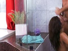 टैग: सवारी, काले बाल वाली, स्नान करते हुए.