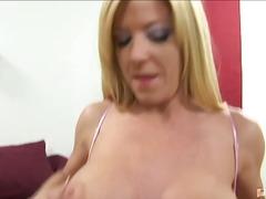 Tag: ibu seksi, dua perempuan satu lelaki, katil, lesbian.
