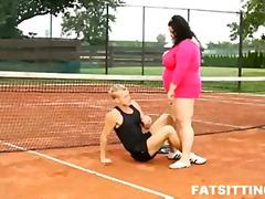 Tags: dominēšana, pežas sejā, resnie, resnas meitenes.