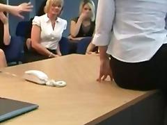 Labels: brits, vrouwelijke dominantie, fetisj, naakte man, aangeklede vrouw.