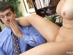 Tag: facciale, seno prosperoso, sesso orale, gola profonda.