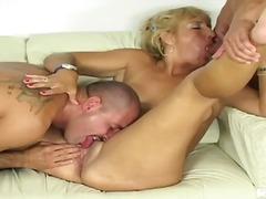 Tag: ibu seksi, ibu/emak, perempuan tua.