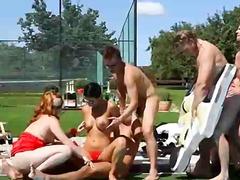 Tag: bissexuais, ao ar livre, broches, em público.